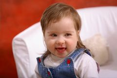 handikappad flicka little som ler Fotografering för Bildbyråer