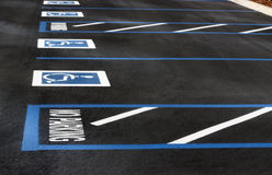 handikappad parkering Arkivfoton