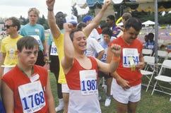 Handikappade idrottsman nen som hurrar, specialt olympiska spel, UCLA, CA Arkivbilder