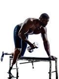 Handikappade kroppbyggmästare som bygger viktmannen med benprosthe Arkivfoto