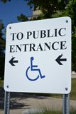 Handikappat ingångstecken Royaltyfria Bilder