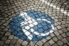 Handikappat - rörelsehindrat parkeringstecken 74 Royaltyfria Foton