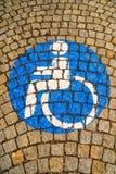 Handikappat - rörelsehindrat parkeringstecken Royaltyfria Foton