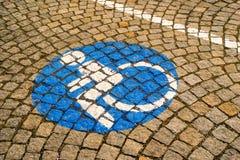 Handikappat - rörelsehindrat parkeringstecken 72 Royaltyfri Bild