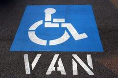 handikappparkeringsskåpbil Arkivbild