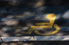 Handikappsymbol på gatan Fotografering för Bildbyråer