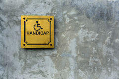 Handikappsymbol på cement Arkivfoton