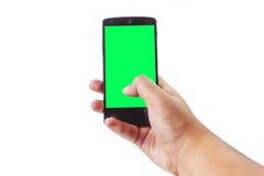Handinnehav och trycka på på den mobila smartphonen Royaltyfri Foto