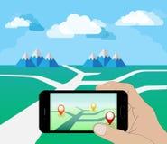 HandinnehavSmart telefon på dagen Spela en mobil lek genom att använda information om läge Söka efter Pokemon också vektor för co Royaltyfri Foto