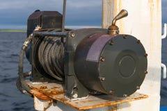 Handkurbel auf der Plattform des Schiffs lizenzfreies stockfoto