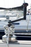 Handkurbel auf Hafenhintergrund Lizenzfreie Stockfotos