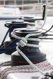 Handkurbeln auf einem Segelnboot. Stockfotografie
