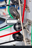 Handkurbeln und Seile, Yachtdetails Stockfotos