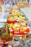 Handla räknaren med ost i stormarknadkarusellen Arkivfoto