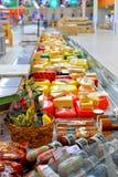 Handla räknaren och ost i lagerkarusellen Royaltyfria Bilder