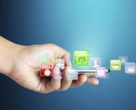 Handlag avskärmer mobil ringer Arkivfoton