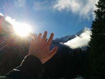 Handlag skyen Arkivfoton