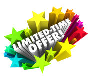 Handlar speciala besparingar för inskränkta ord för Tid erbjudandestjärnor 3d ändelse så Royaltyfri Foto