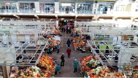 Handlarski pasmo z owoc, sprzedawcami i nabywcami, Obraz Stock