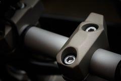 Handlebar σφιγκτήρας στη μοτοσικλέτα Στοκ εικόνα με δικαίωμα ελεύθερης χρήσης
