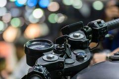 Handlebar мотоцикла сигнала в событии выставки автомобиля Стоковые Изображения RF