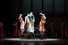 Handling för musikalstolar- i andra hand av dansdrama-Shawanhändelser av forntiden Royaltyfri Fotografi