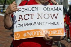 Handling för president obama nu för invandrare royaltyfria bilder