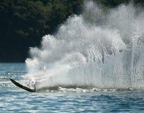 Handling för slalom för vattenskidåkning Arkivbilder