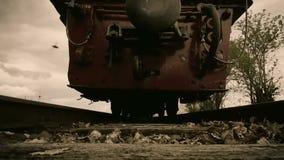 Handlingkam på järnvägspår stock video