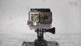 Handlingkamera under regn stock video