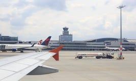 Handlowi samoloty stoi w zawody międzynarodowi Obrazy Royalty Free
