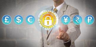 Handlowiec Aktywuje Bezpiecznie wymianę walut Zdjęcie Royalty Free