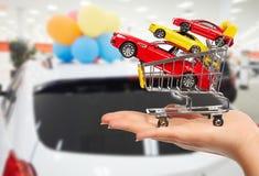 Handlowiec ręka z samochody fotografia royalty free