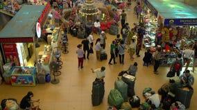 Handlowowie, kramy i ludzie, Dong Xuan rynek w stolicie, Hanoi, Wietnam zbiory wideo