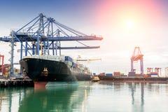 Handlowy port podczas gdy ładunek praca obraz stock