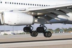 Handlowy samolotu lądowanie Na pasie startowym Obraz Royalty Free