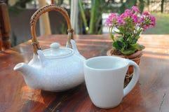 handluje porcelany świeżego porcelanowe truskawek herbatę razem Zdjęcia Royalty Free