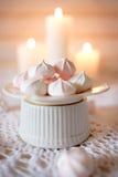 handluje porcelany świeżego porcelanowe truskawek herbatę razem Lunch z gorący białym, deserowy różowy herbaty i diety i mąci Fotografia Royalty Free