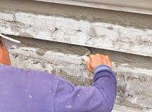 Handmän som arbetar konstruktion med mursleven Arkivfoton