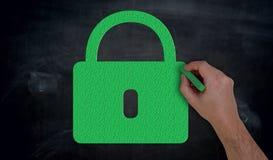 Handmålarfärger med krita gör grön U-låset på svart tavlabegrepp Arkivfoton