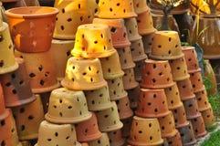 Handmad asiatisk krukmakeri som blomkrukan Royaltyfri Fotografi
