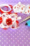 Handmade łęk faborek, dziecka włosiany akcesorium, faborku set, nożyce, kleidło pistolet Obrazy Royalty Free