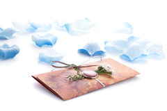 Handmade ślubni zaproszenia robić papier Obraz Royalty Free