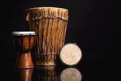 3 handmade барабанчика Djembe изолированного на черноте Стоковое Фото