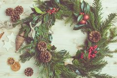 Handmade венок рождества с елью, pinecones Стоковая Фотография