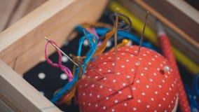 Handmade год сбора винограда прикалывает подушку валика стоковая фотография rf