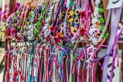 Handmade держатели на средневековом рынке стоковая фотография