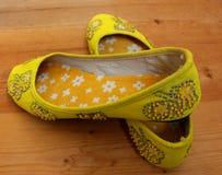 Handmade желтые ботинки Стоковые Изображения