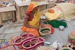 Handmade джут кладет в мешки, индийские ремесленничества справедливо на Kolkata стоковые фотографии rf