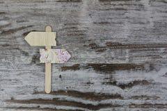 2 handmade знака стрелки Стоковые Фотографии RF